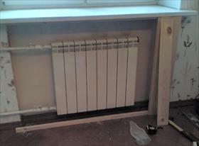 Хорошее решения закрыть радиаторы и поставить стол вместо подокойника